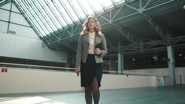 v-ofise-pod-yubkoy-video-dosug-sebya-zrelaya