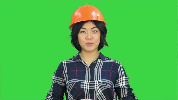 32327a975f174 Female Engineer Standing and Talking To a Camera on a Green Screen ...