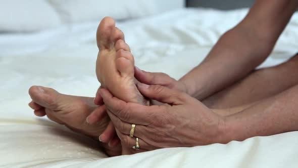 Mature feet Feet Restraints