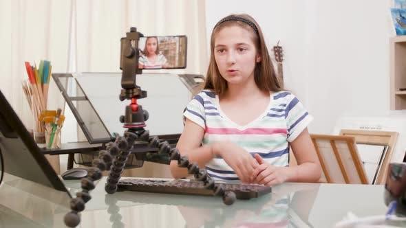 Teen girl streaming video — pic 4